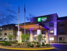 Holiday Inn Express & Suites Minneapolis (Golden Valley) in Roseville, Minnesota