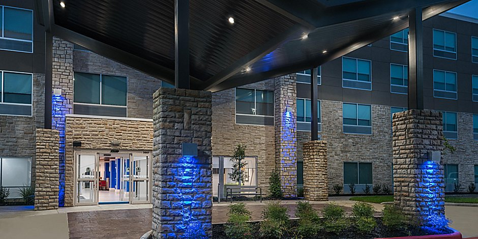 Holiday Inn Express & Suites Missouri City West Hotel in