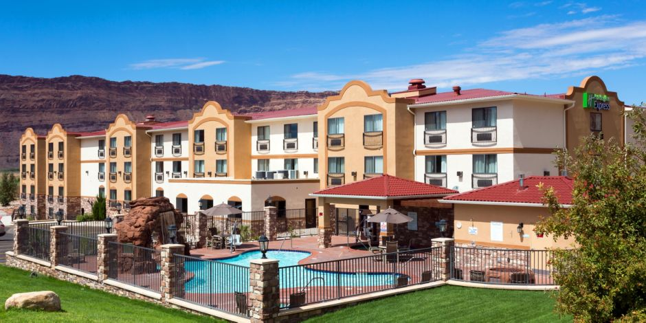 Suites Moab Outdoor Pool Hot Tub And Fire Pit Available For Your Enjoyment