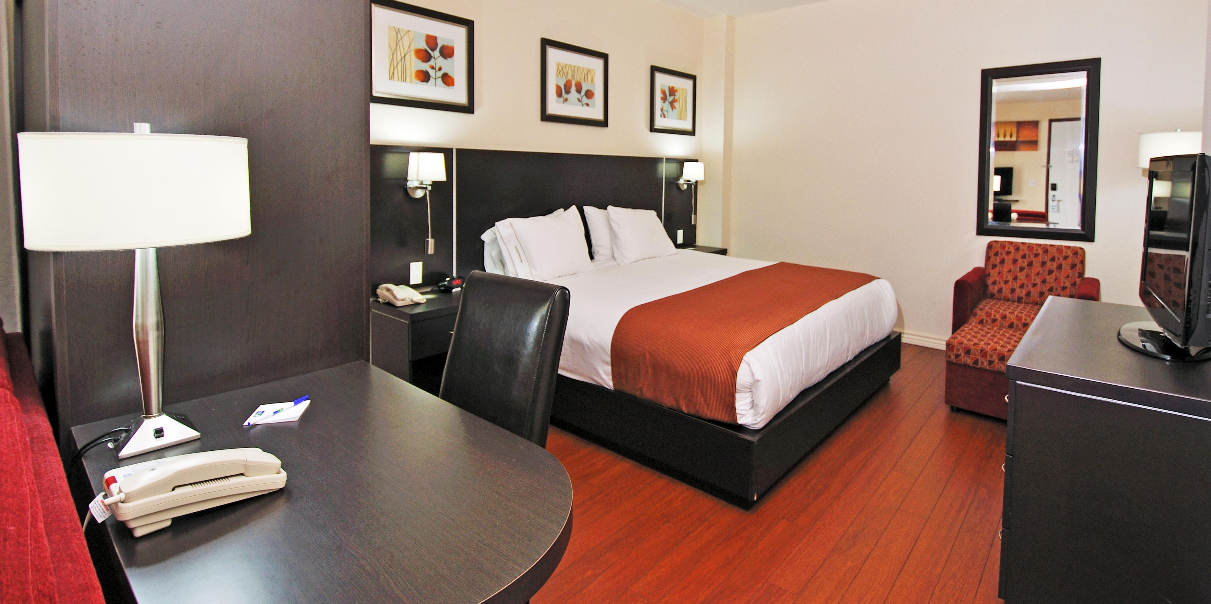 Holiday Inn Express Suites Montreal Airport Hotel by IHG