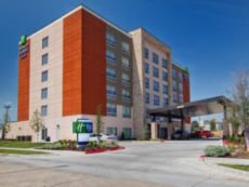 Holiday Inn Express & Suites Moore in Norman, Oklahoma