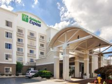 Holiday Inn Express & Suites Mooresville - Lake Norman in Statesville, North Carolina