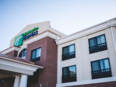 Holiday Inn Express & Suites Morton Peoria Area in Bloomington, Illinois