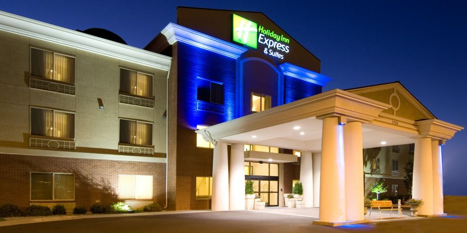 Evening Welcome To The Moses Lake Holiday Inn Express And Suites Hotel Lobby