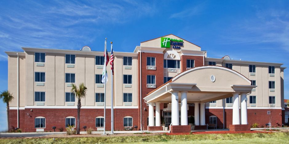 Holiday Inn Express Suites Moultrie Ga Hotel Exterior