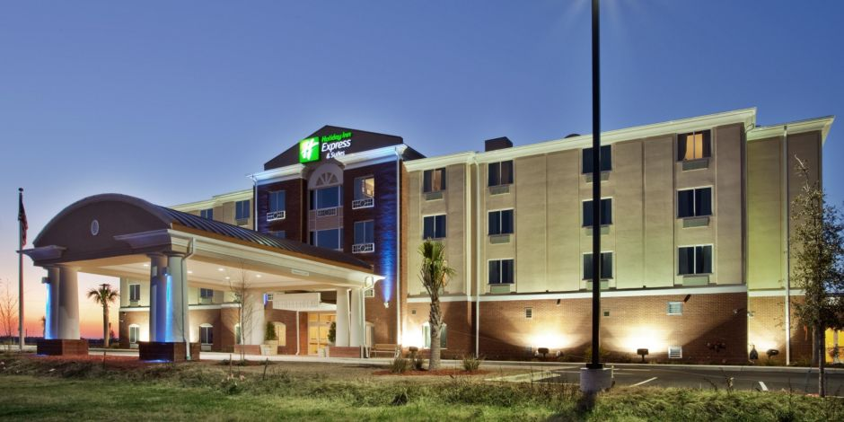 Our Inviting Hotel Entrance Holiday Inn Express Suites Moultrie Ga Exterior Feature