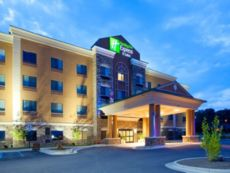 Holiday Inn Express & Suites Mount Airy in Hillsville, Virginia