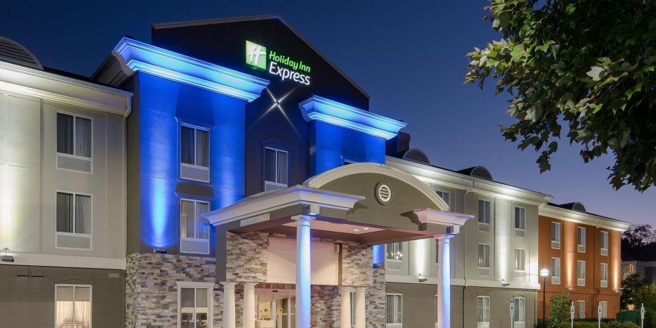 Holiday inn express suites philadelphia mt laurel hotel by ihg colourmoves