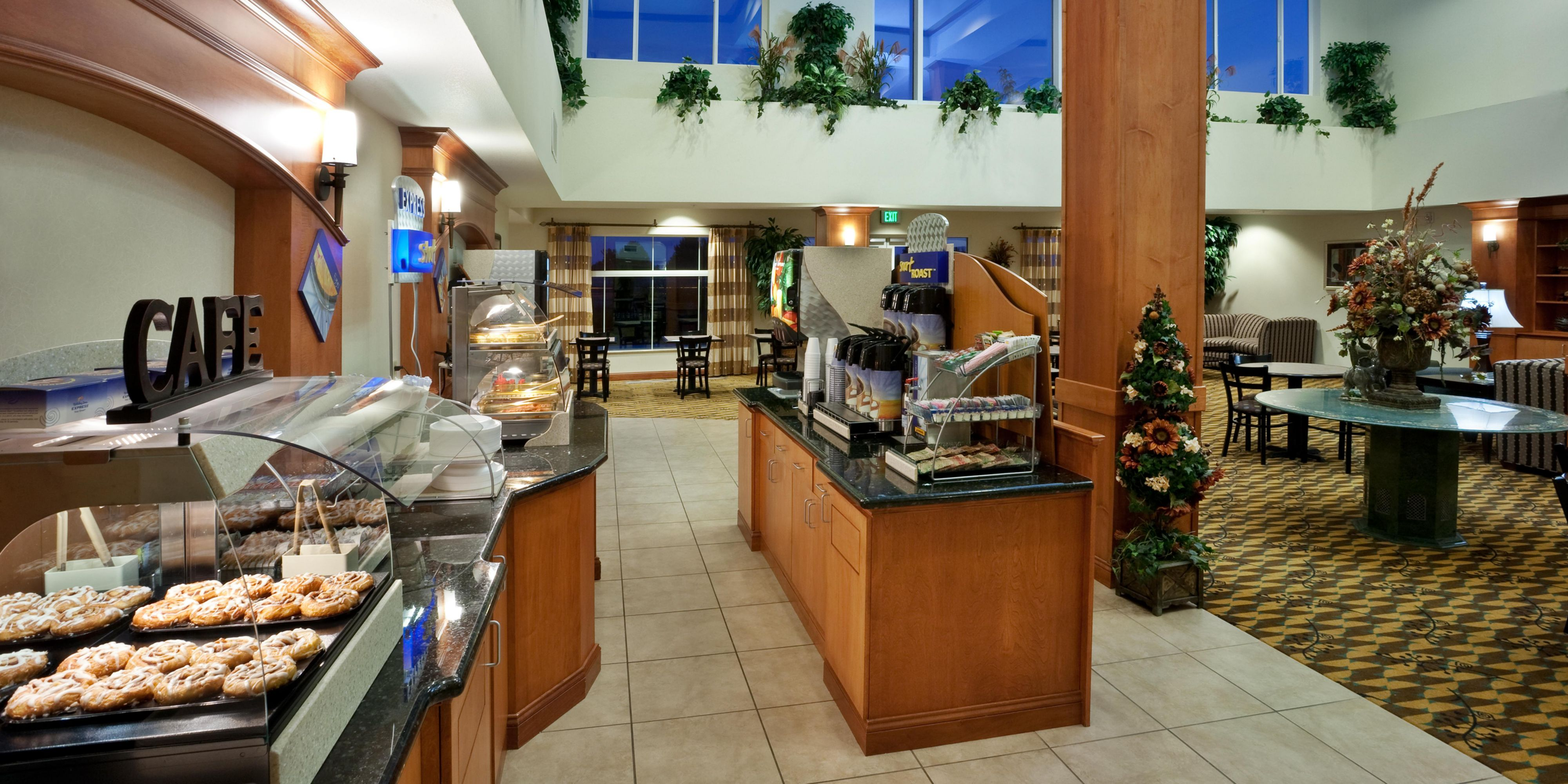 Holiday Inn Express And Suites Nampa 4231535979 2x1