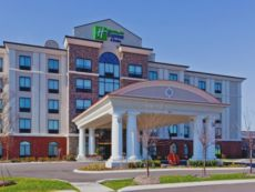 Holiday Inn Express & Suites Nashville-Opryland in White House, Tennessee