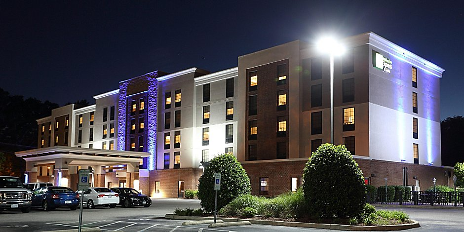 Holiday Inn Express & Suites Newport News Hotel by IHG