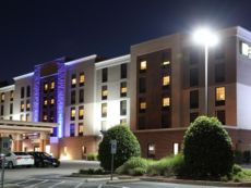 Holiday Inn Express & Suites Newport News