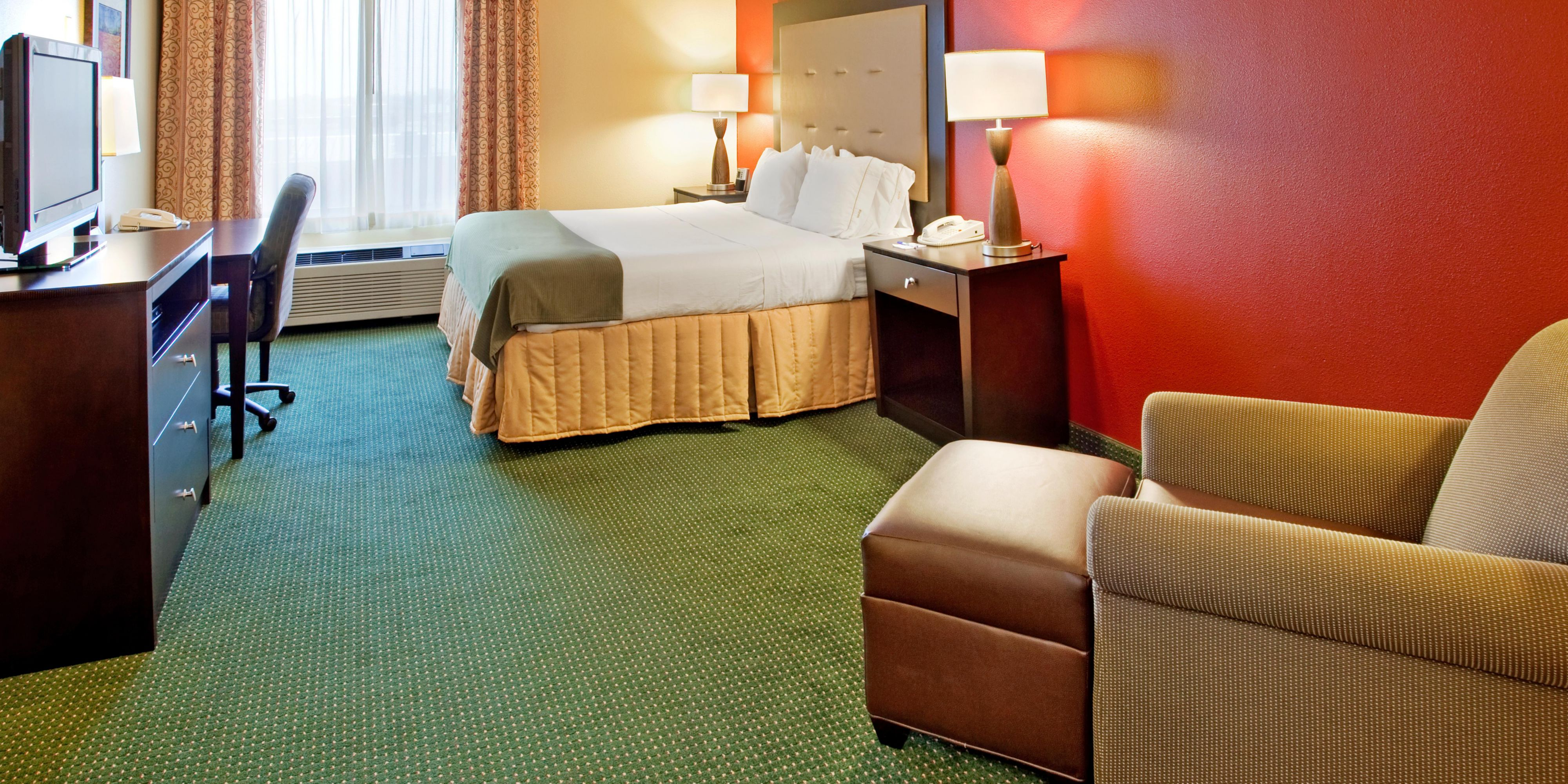 Holiday Inn Express And Suites Norfolk 4314885318 2x1