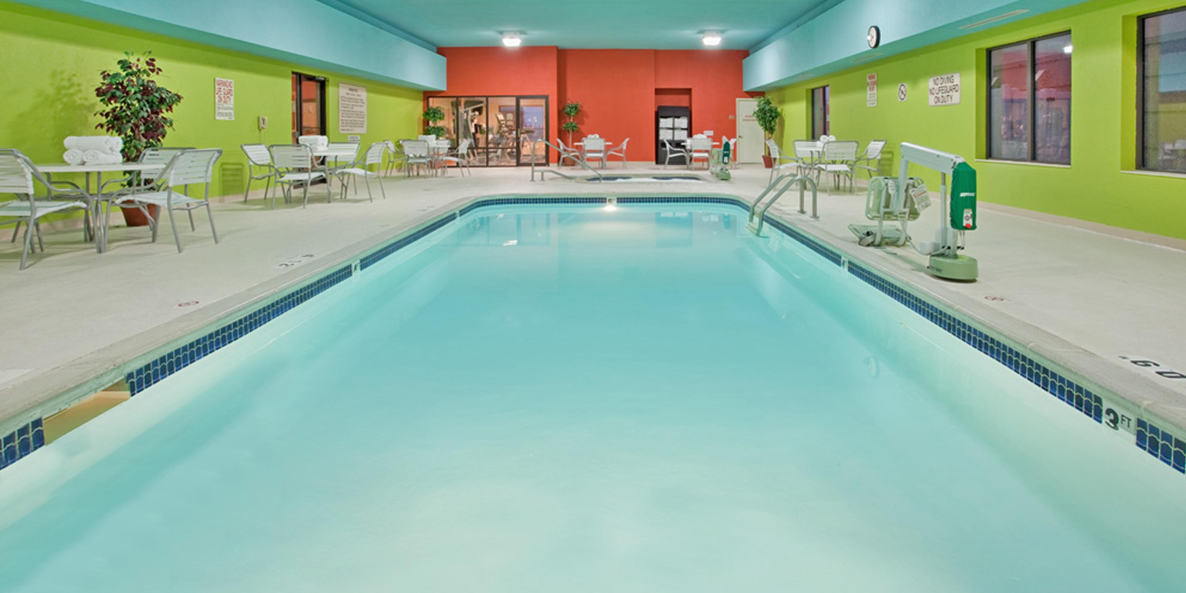 Holiday Inn Express And Suites Norfolk 4462921313 2x1