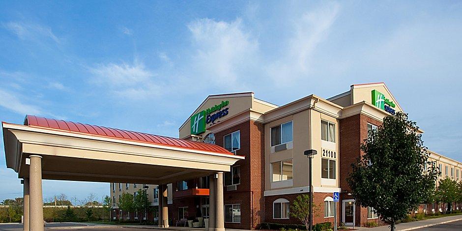 Holiday Inn Express & Suites Detroit - Farmington Hills ...