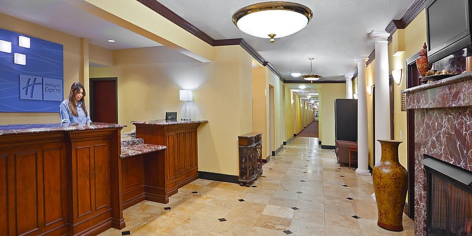 Holiday Inn Express & Suites Detroit - Farmington Hills Hotel by IHG