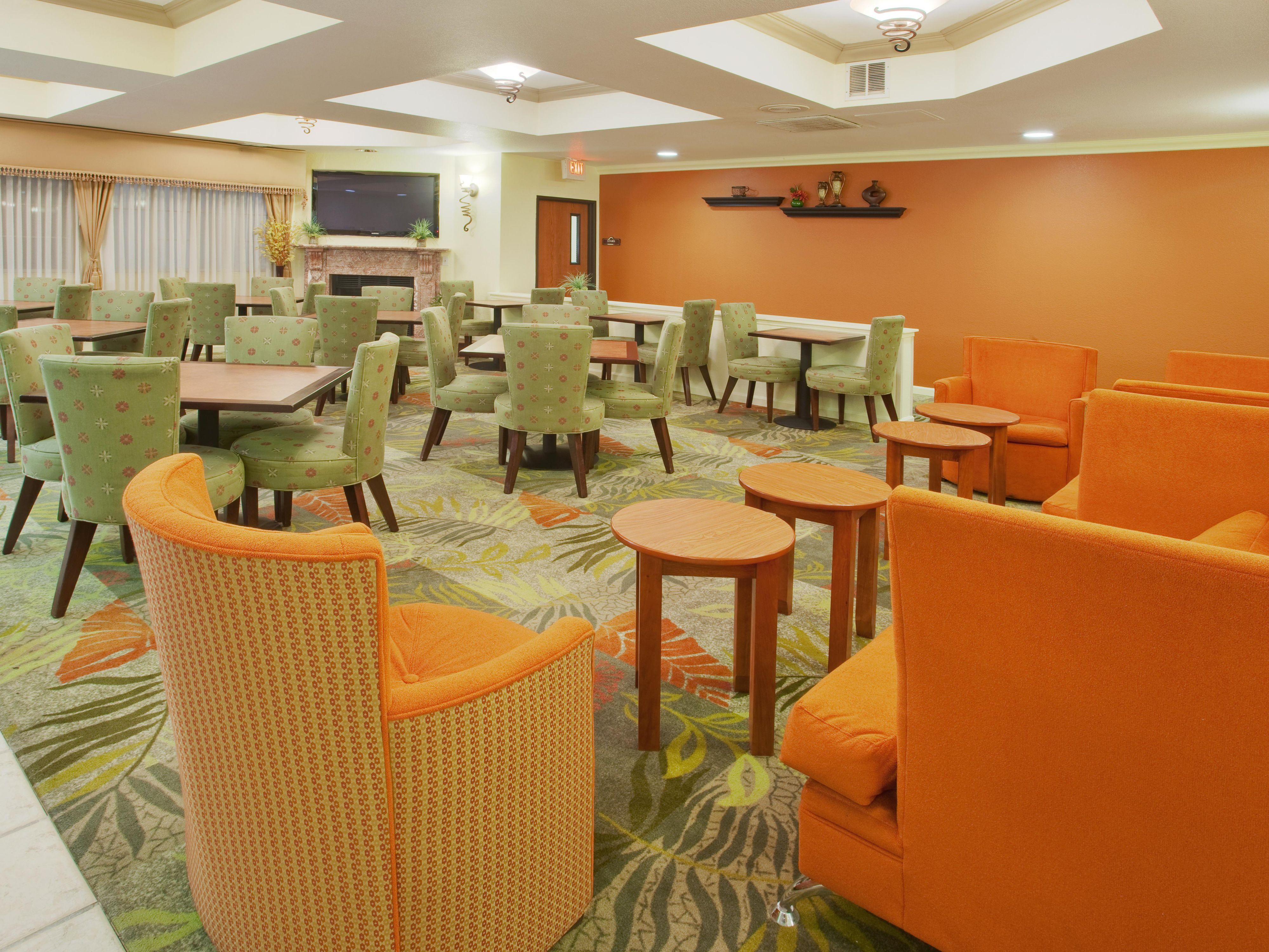 Holiday Inn Express & Suites Oakland Airport - Breakfast Area