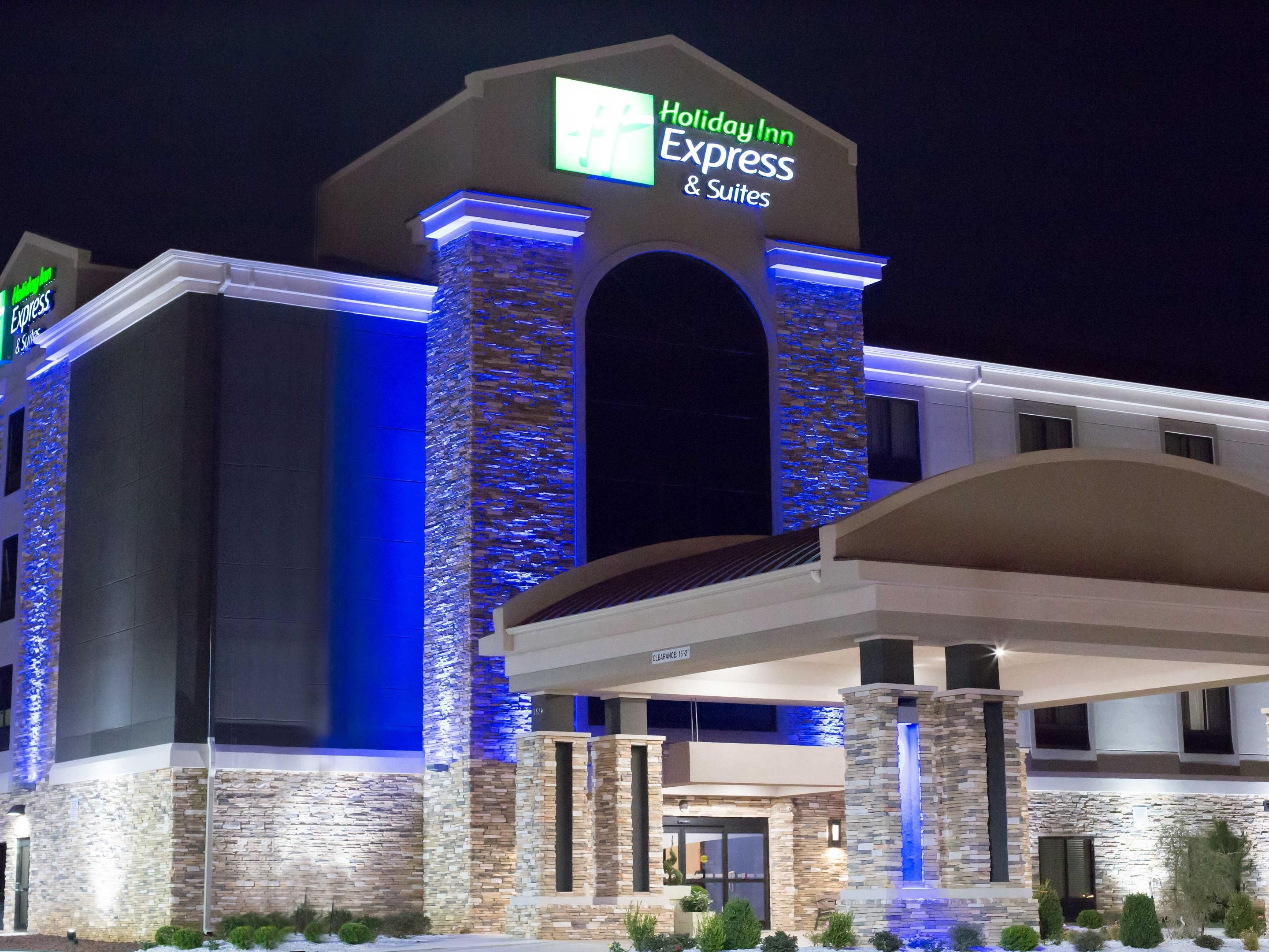 Exterior Night: Holiday Inn Express & Suites Oklahoma City Hotel