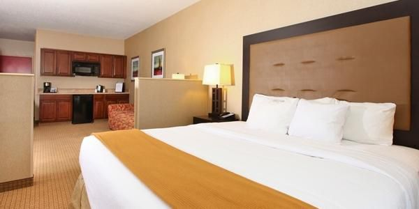 Holiday Inn Express And Suites Olathe 2532320705 2x1