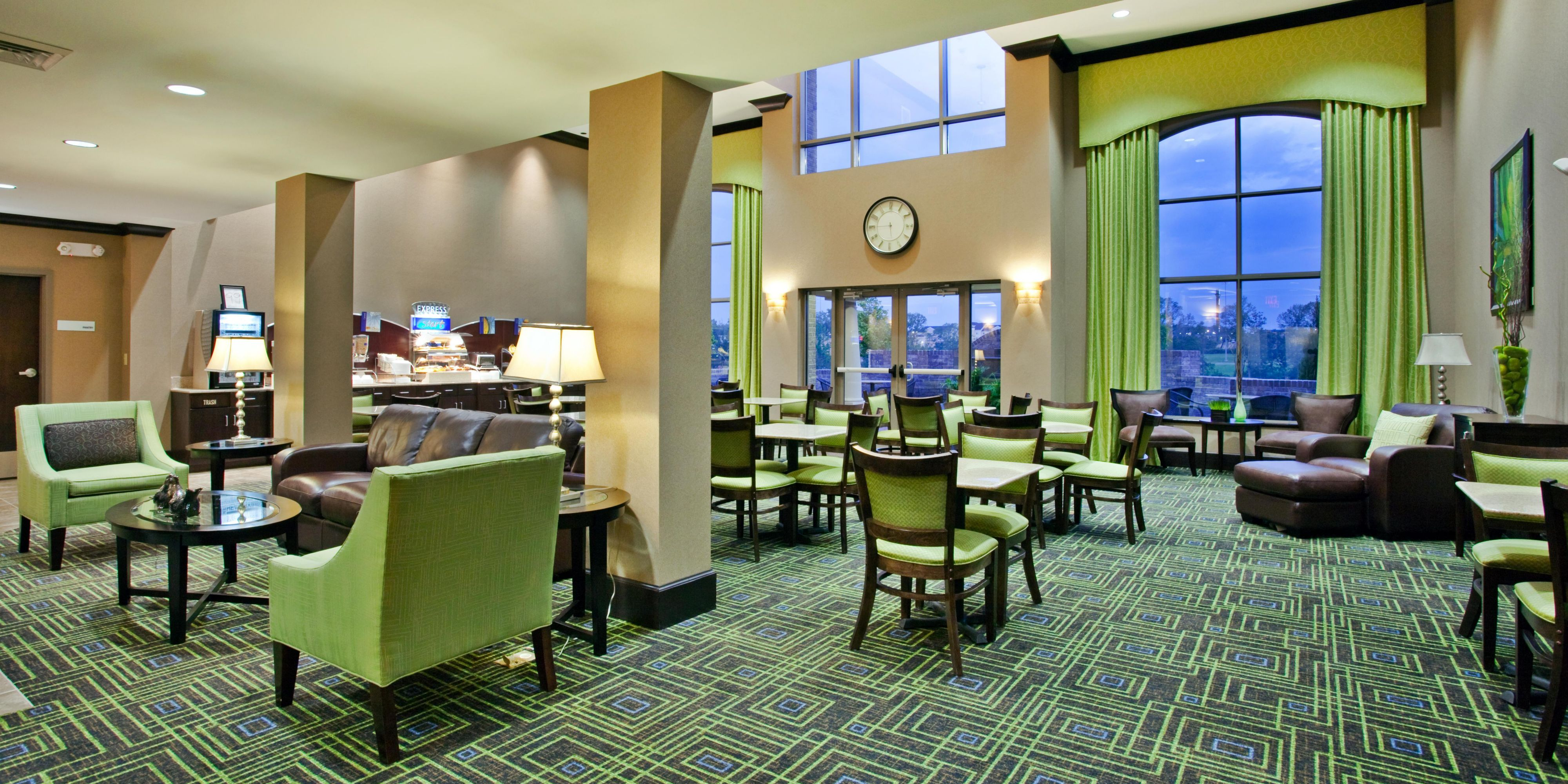 Holiday Inn Express And Suites Opelika 2533367278 2x1