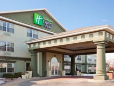 Holiday Inn Express & Suites Oshkosh-Sr 41 in Oshkosh, Wisconsin