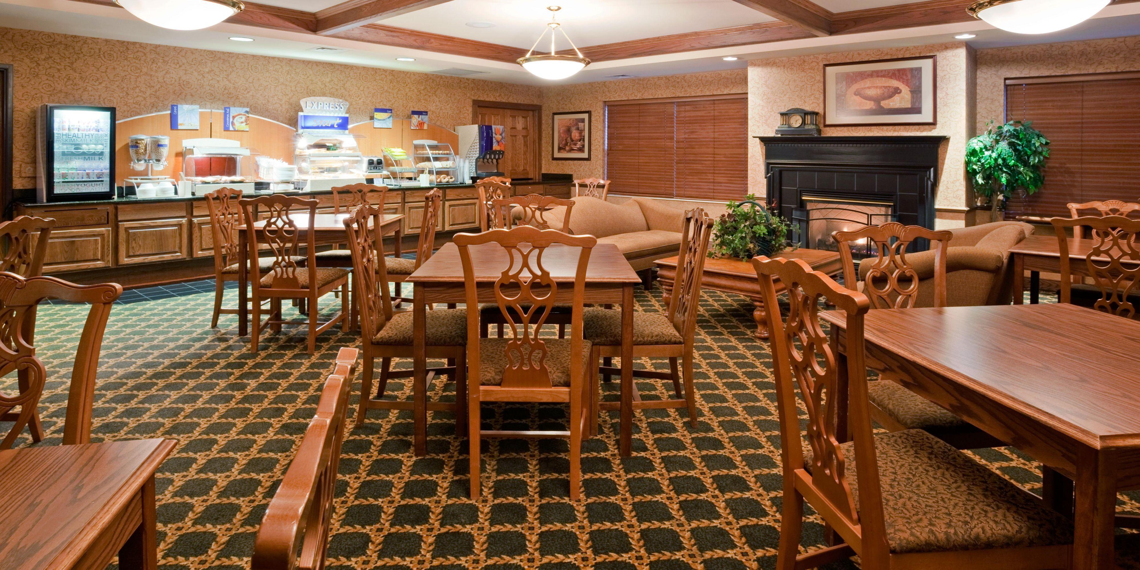 Holiday Inn Express & Suites Oshkosh-Sr 41 Hotel in Oshkosh by IHG