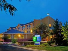 Holiday Inn Express & Suites Chicago-Oswego in Morris, Illinois