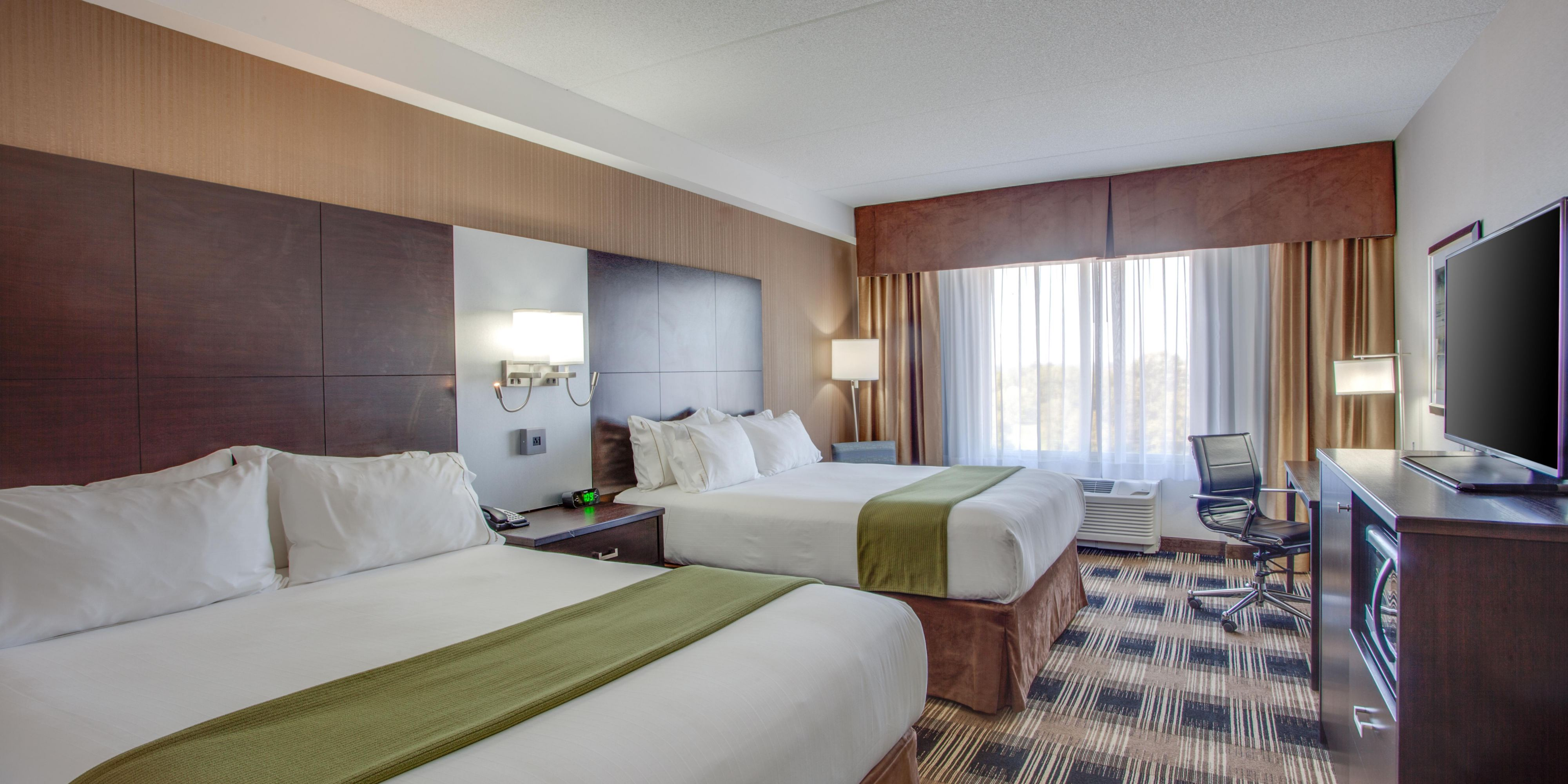 Holiday Inn Express And Suites Ottawa 4168628071 2x1