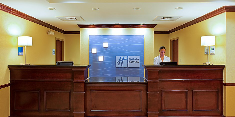 Holiday Inn Express & Suites Pensacola West-Navy Base Hotel