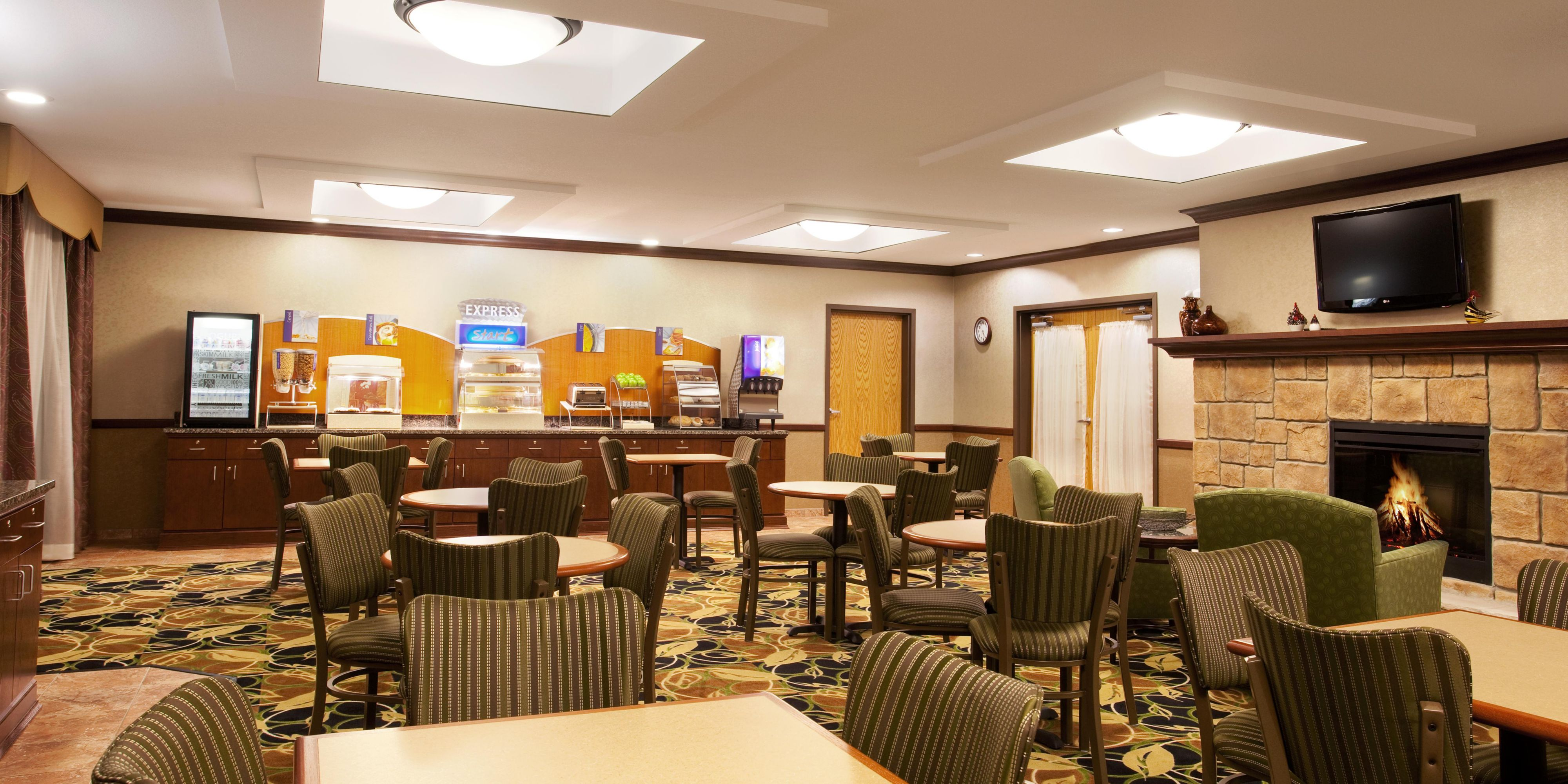 Holiday Inn Express And Suites Peru 2532251683 2x1