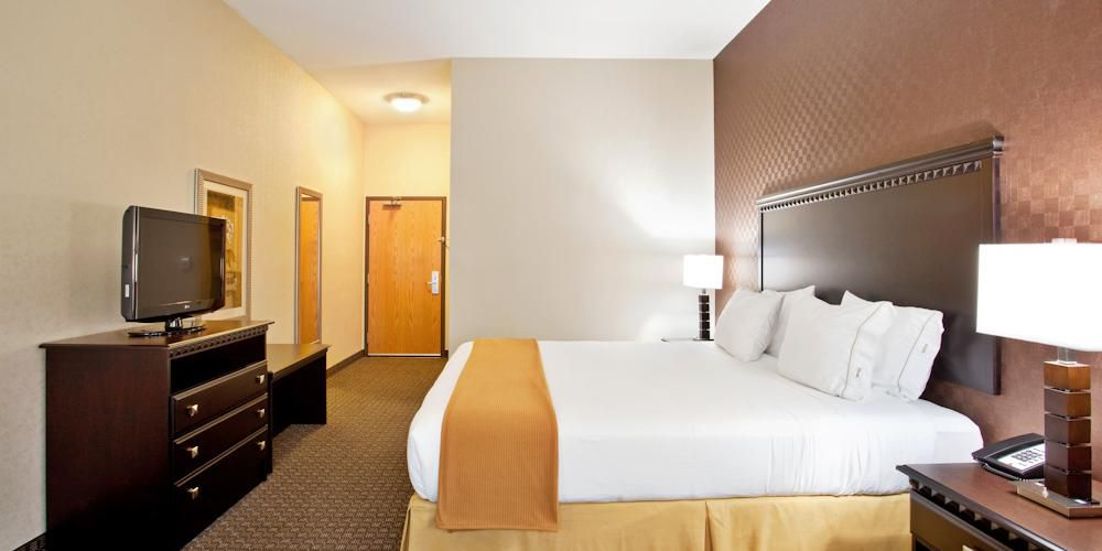 Holiday Inn Express And Suites Peru 2532252042 2x1