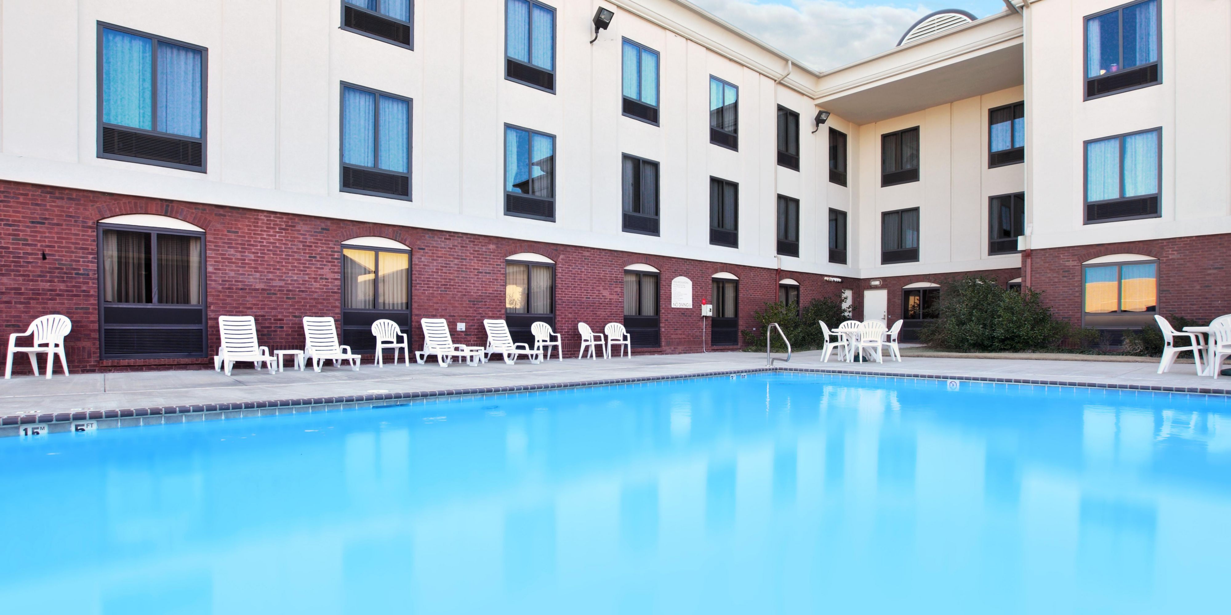 Holiday Inn Express & Suites Pine Bluff/Pines Mall Hotel by IHG