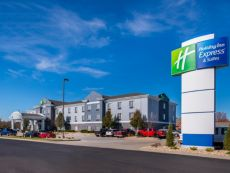 Holiday Inn Express & Suites Pittsburg in Pittsburg, Kansas
