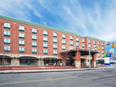 Holiday Inn Express & Suites Pittsburgh-South Side in Bentleyville, Pennsylvania