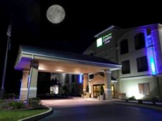Holiday Inn Express & Suites Plymouth in Mishawaka, Indiana