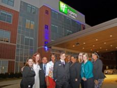Holiday Inn Express & Suites Plymouth - Ann Arbor Area in Livonia, Michigan