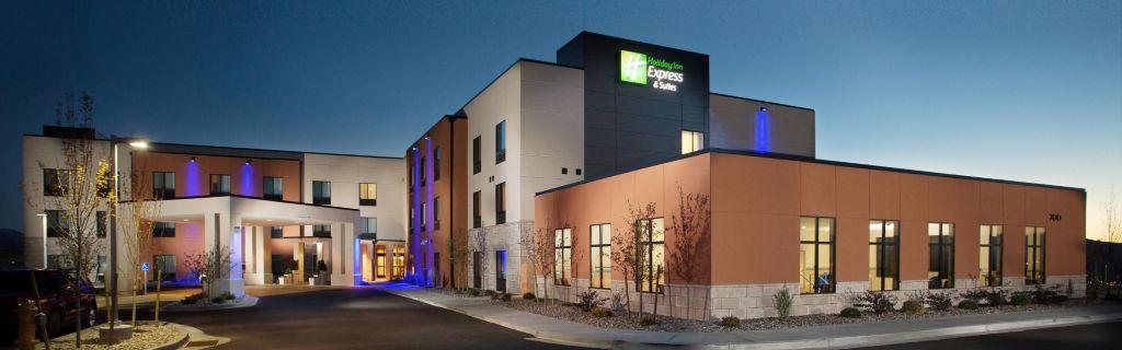 Pocatello Holiday Inn Express Hotel Exterior Dusk