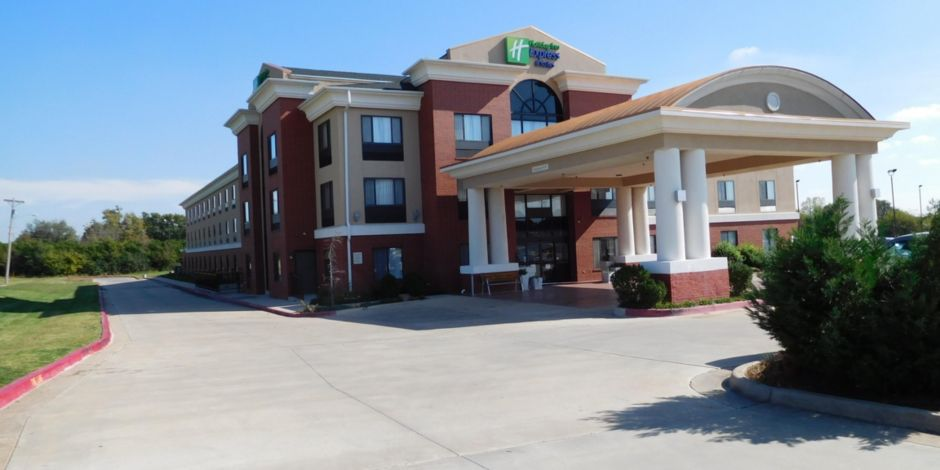 Hotel Exterior Ponca City Holiday Inn Express