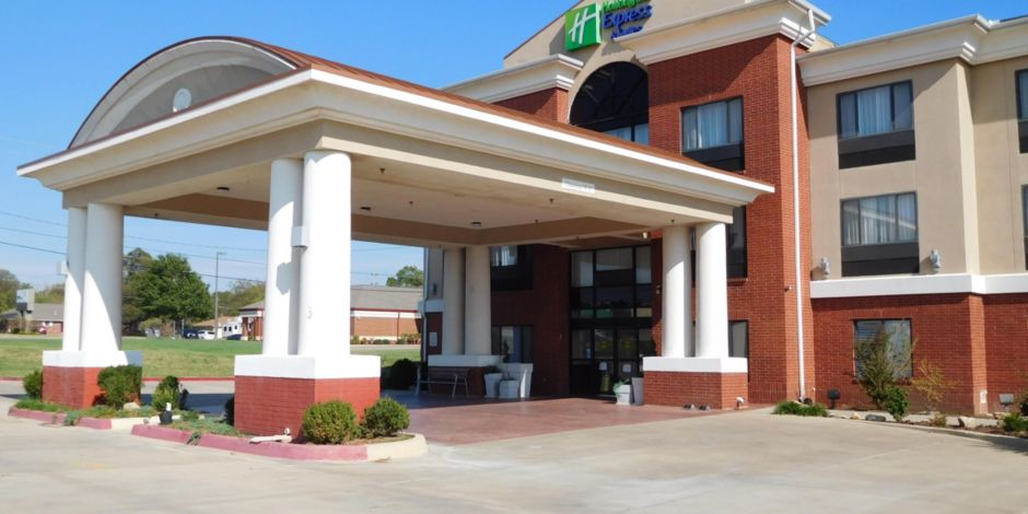 Ponca City Holiday Inn Express Suites Hotel Exterior