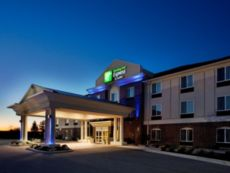 Holiday Inn Express & Suites Portland in Portland, Indiana