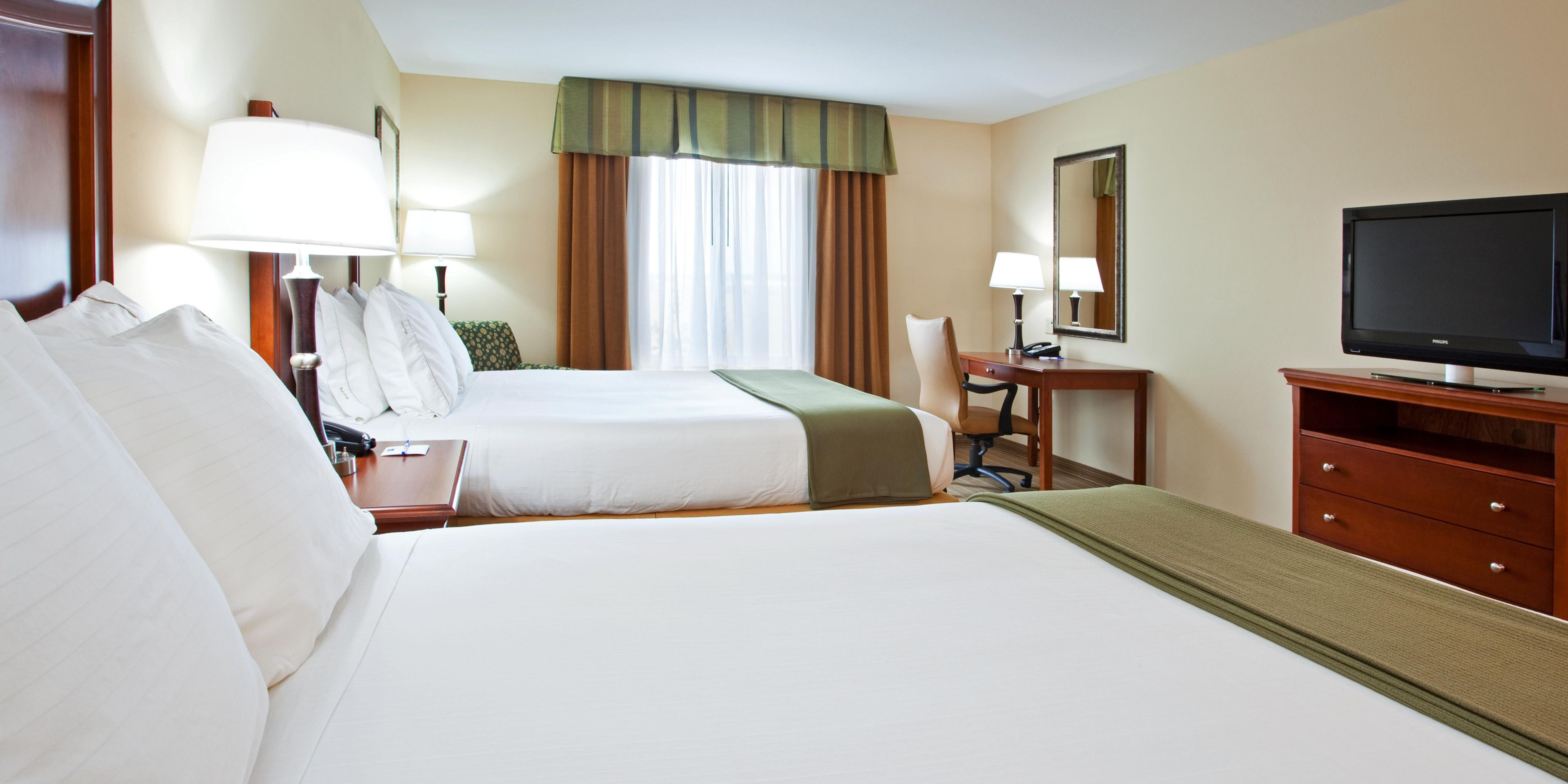 Holiday Inn Express And Suites Portland 2532017821 2x1