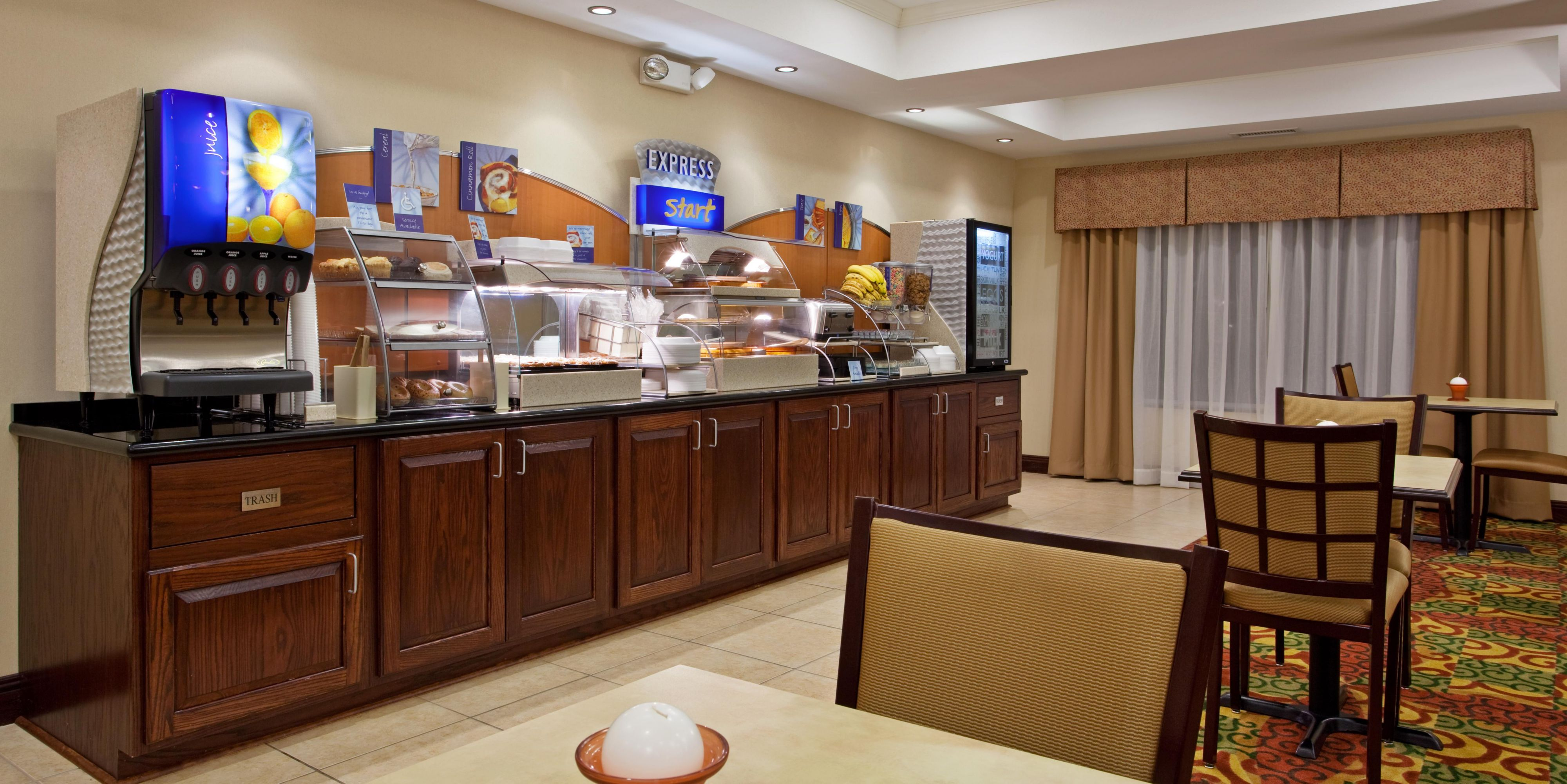 Holiday Inn Express And Suites Portland 2532017848 2x1