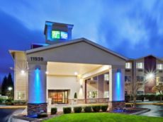 Holiday Inn Express & Suites Portland Airport in Vancouver, Washington