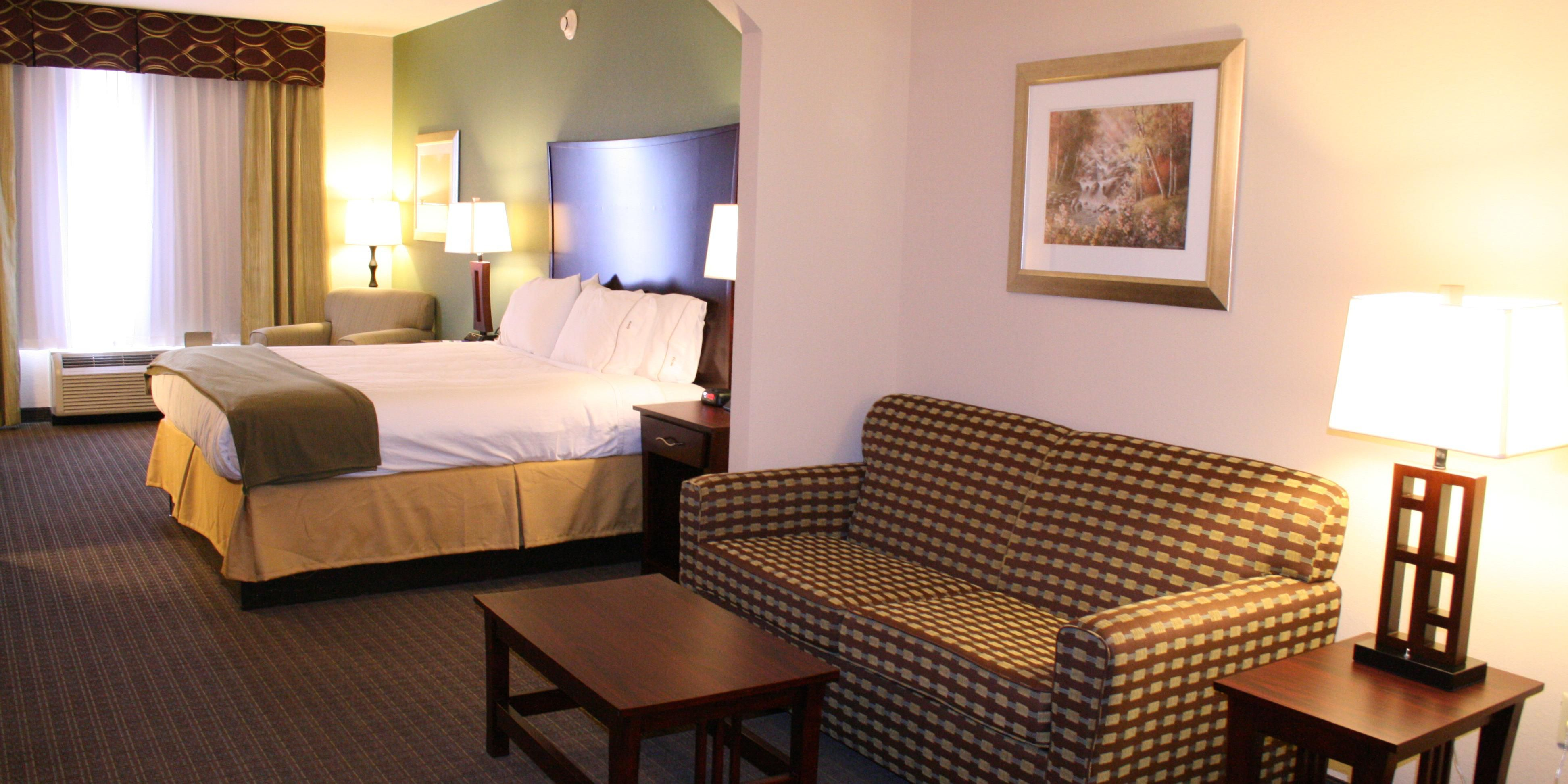 Holiday Inn Express And Suites Pratt 2532323357 2x1