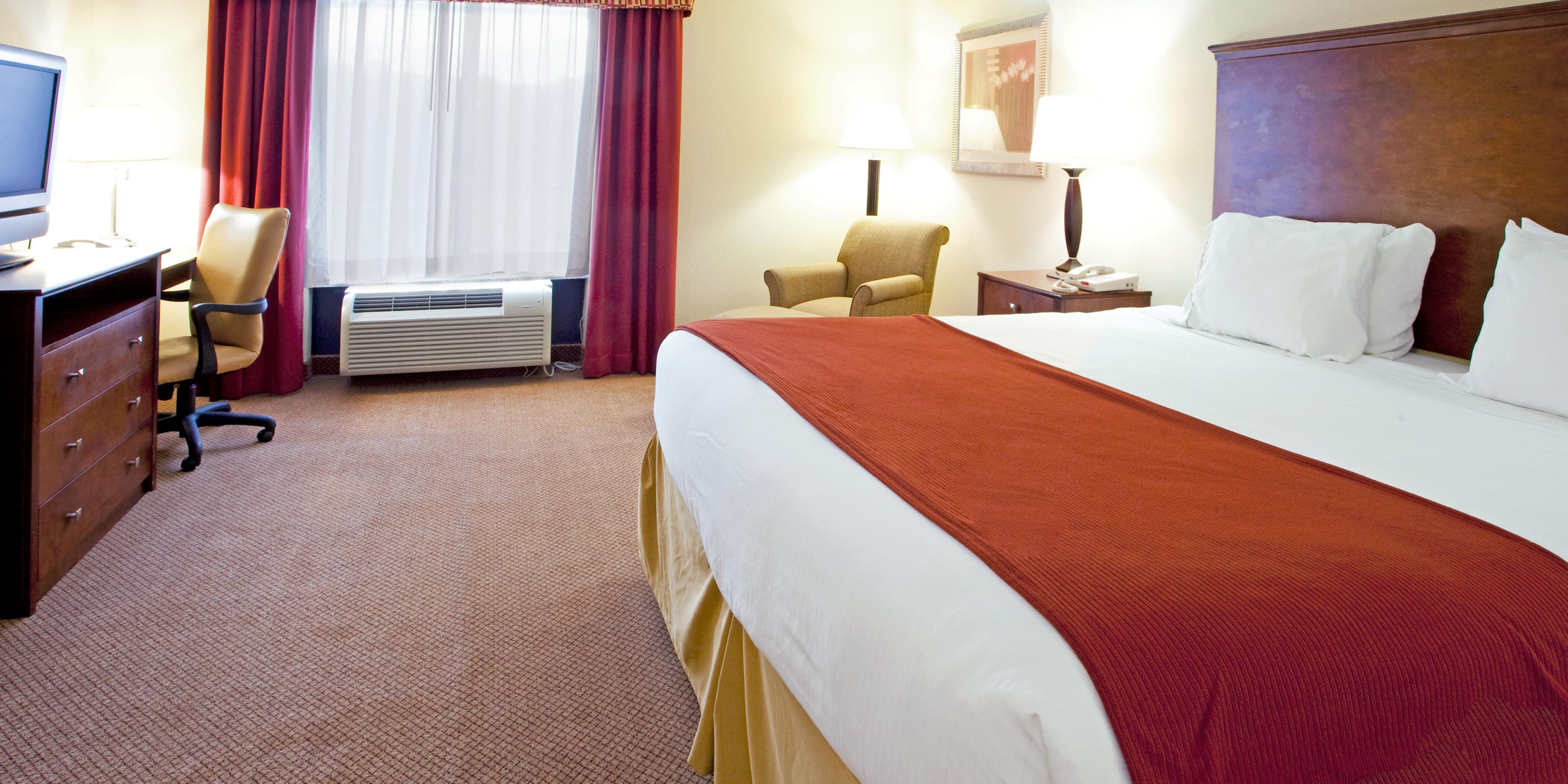 Holiday Inn Express & Suites Quincy I 10 Hotel by IHG