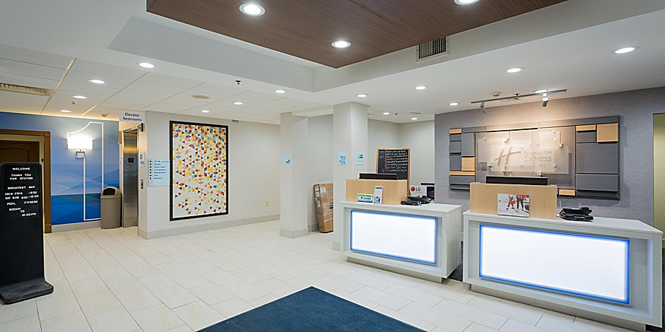 Holiday Inn Express & Suites Reading Hotel by IHG