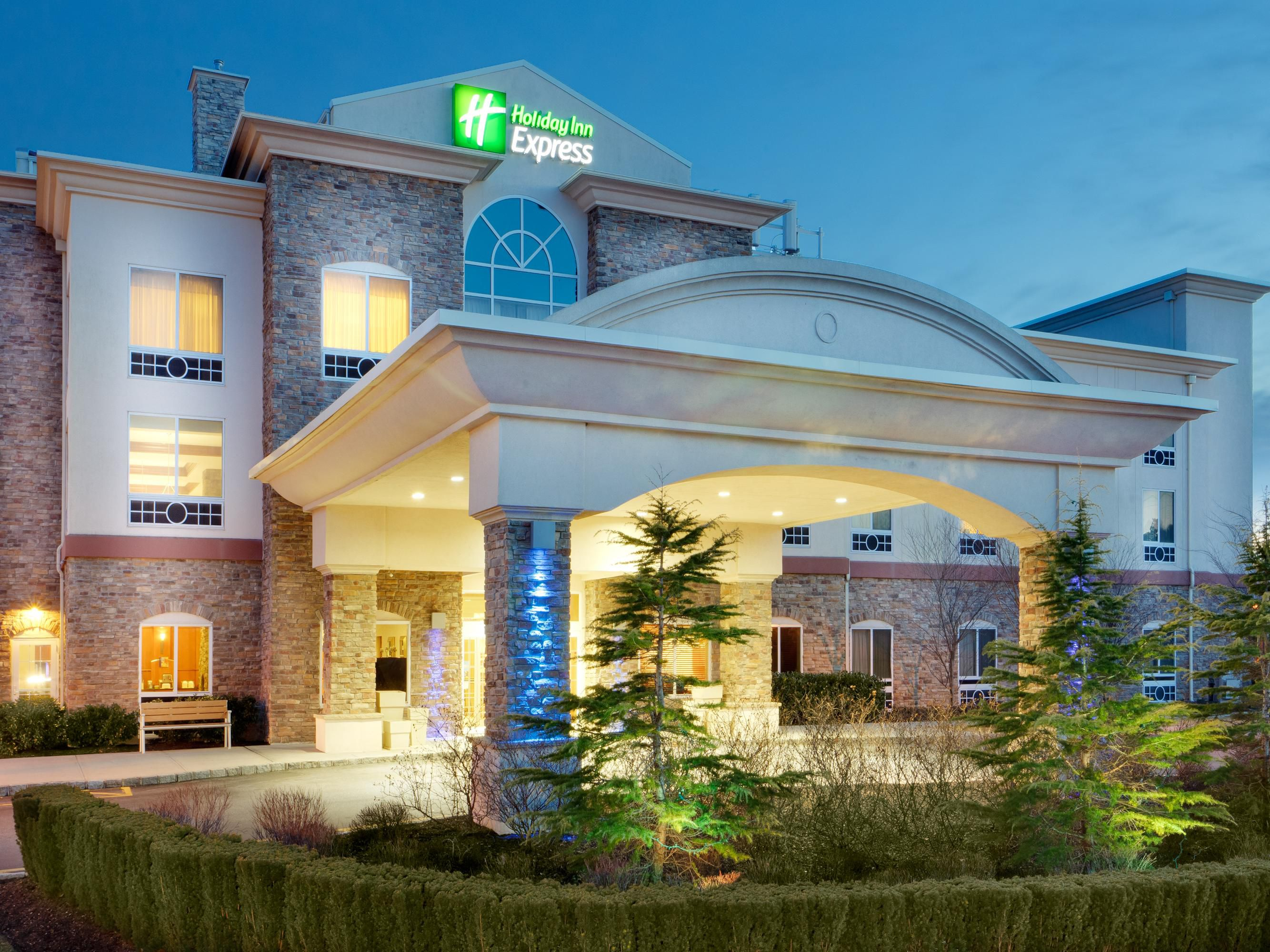 Holiday Inn Express East End, Riverhead, NY - Hotel Exterior