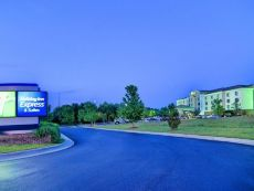 Holiday Inn Express & Suites Roanoke Rapids SE in Emporia, Virginia