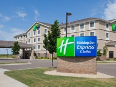 Holiday Inn Express & Suites Rogers in Rogers, Minnesota