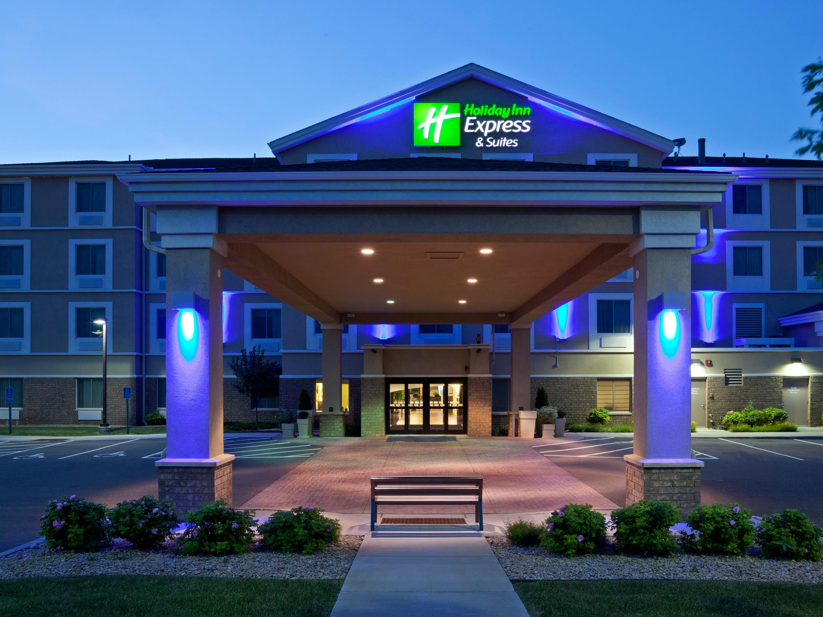 Holiday Inn Express & Suites Rogers built in 2010